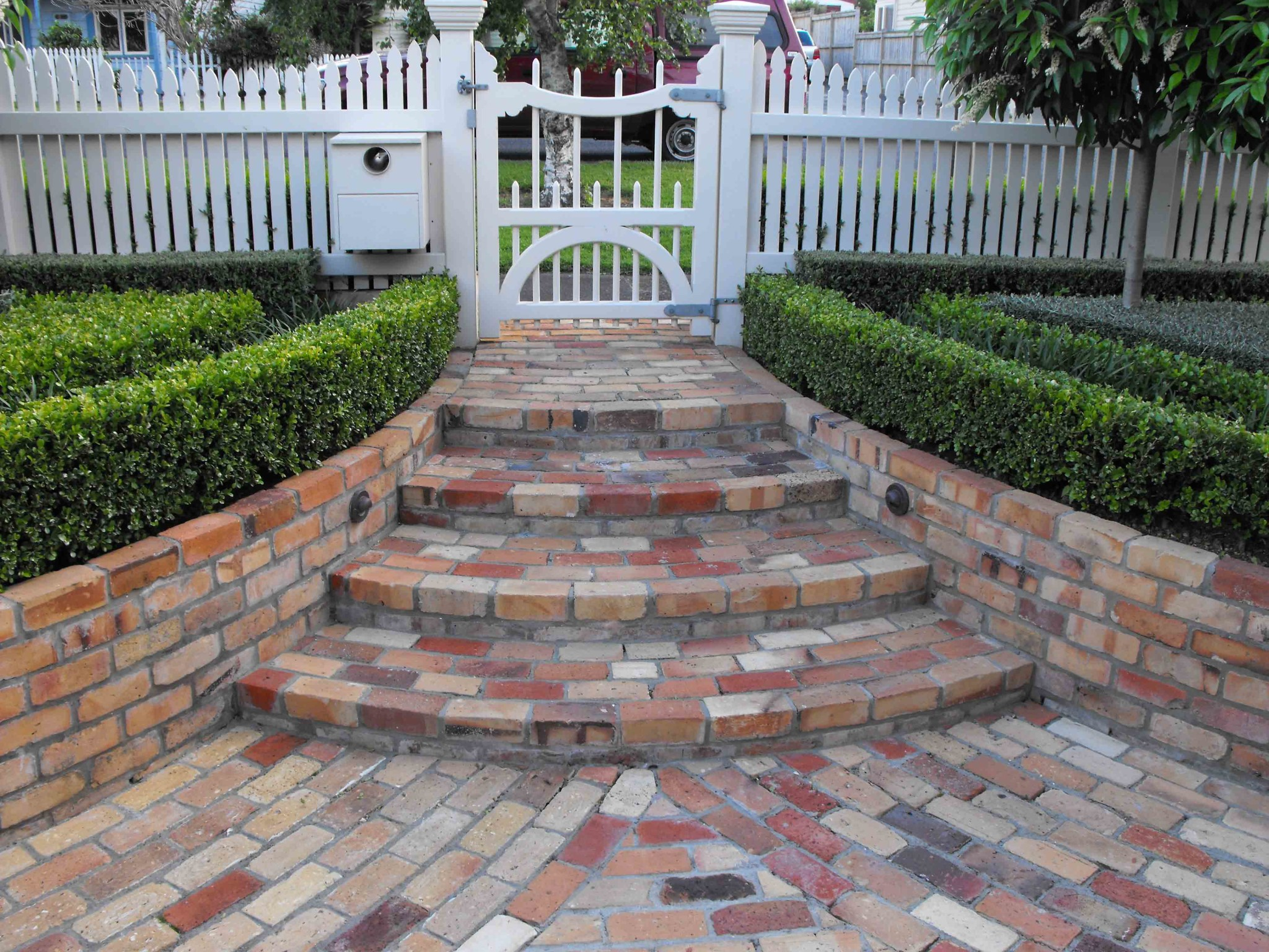 Landscaping design jmarvinhandyman for Landscaping bricks