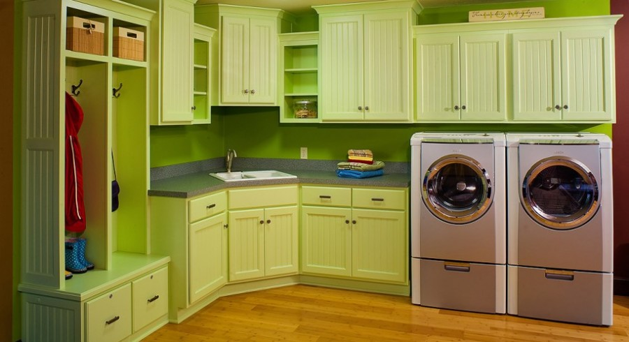 Bright-Color-Laundry-Room-Green-Laundry-Cabinet-Wooden-Floor-915x606