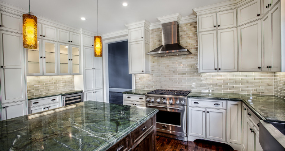 Griffin-Custom-Cabinets_Deer-Lake-Home-Kitchen-Commercial-Stove
