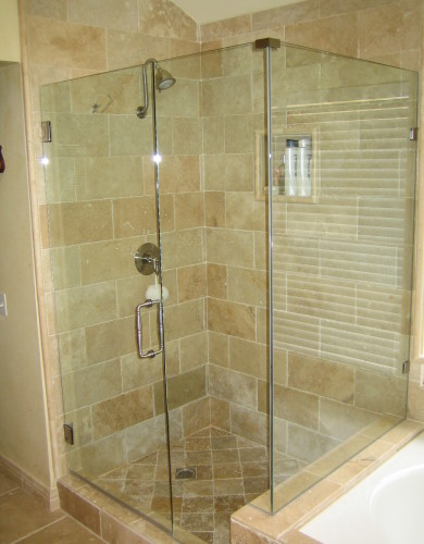 Of-the-attractive-designs-available-with-frameless-shower-doors-of-the