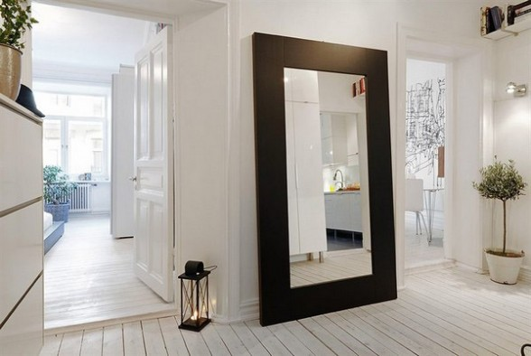 black-frame-floor-mirror