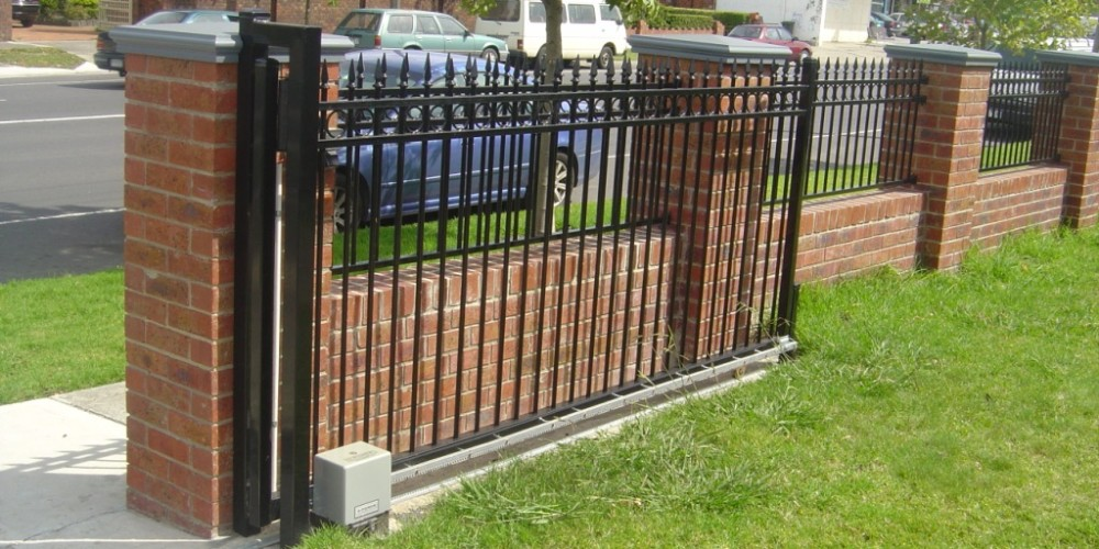brick-fencing-gold-coast-brick-fences-fencing-gold-coast-brick_fence_2-1t3382
