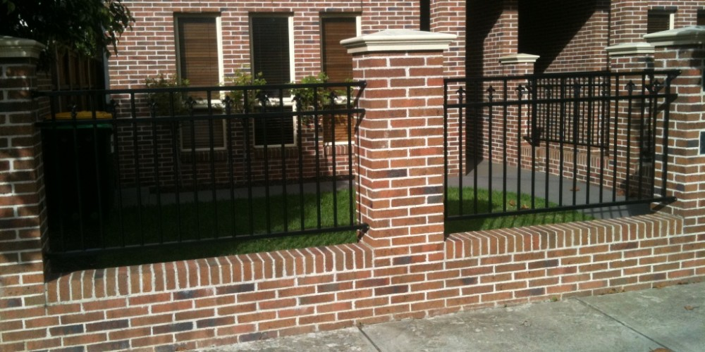 brick_fencing_home_page_image-catt5883