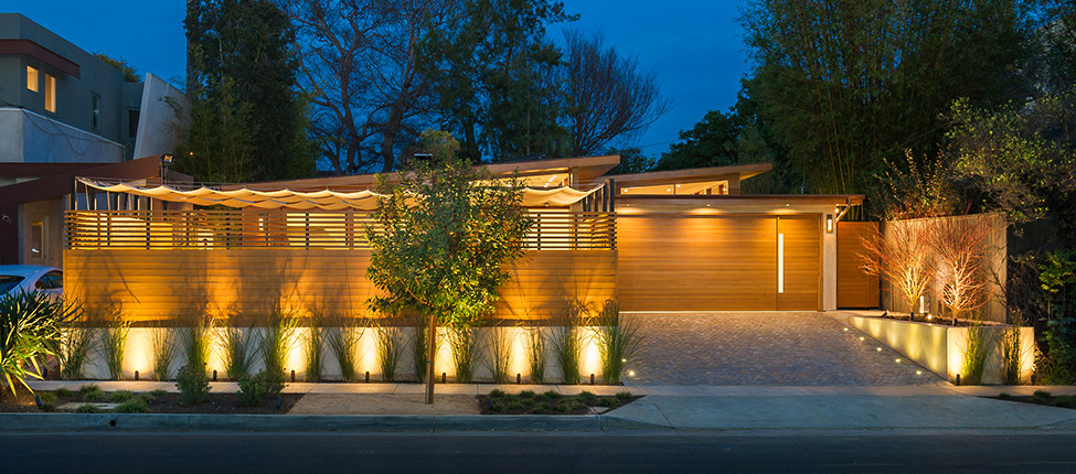 Fornt View Westgate Residence Facade Night View Spotlight Wall Light Wooden Wall Asphalt Road Wooden Fence